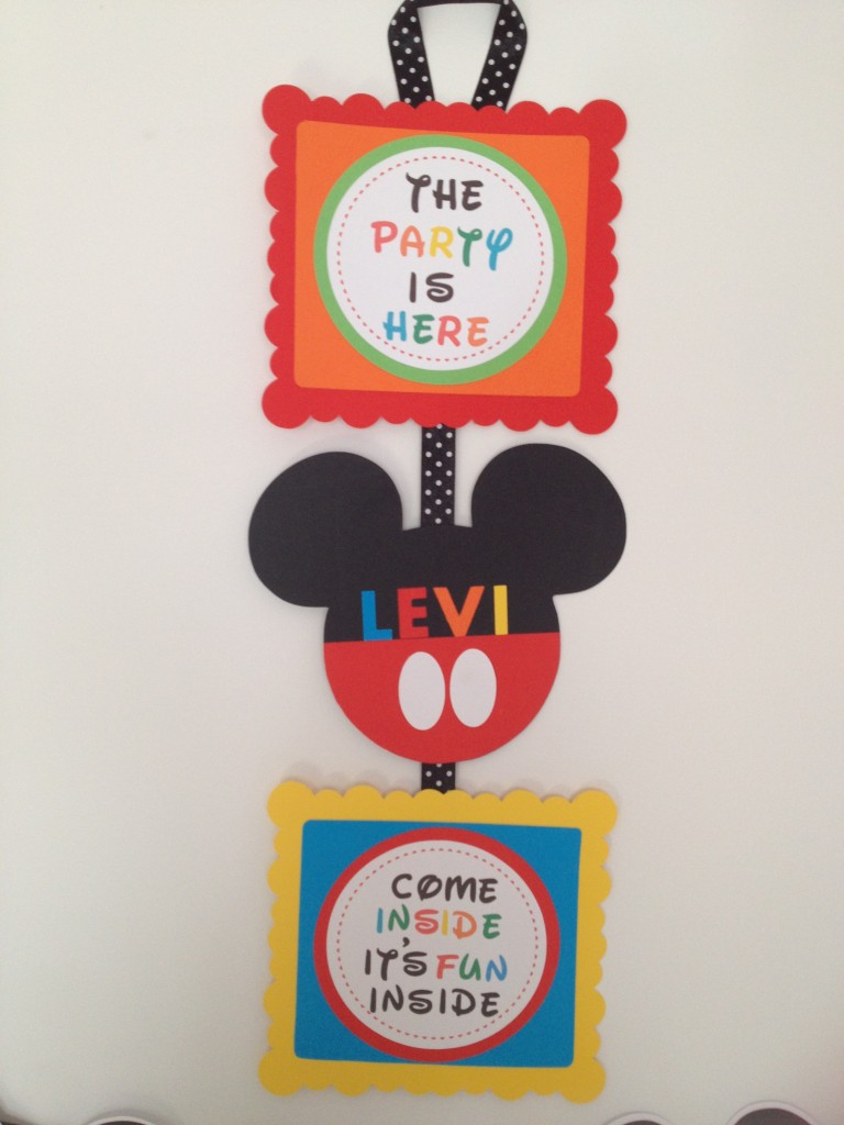 Slobbery image within free printable mickey mouse signs