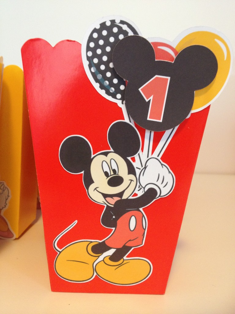 How to make Mickey Mouse inspired Popcorn Favour Boxes with Free printables | Cakecrusadersblog.com